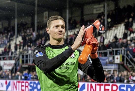 Doelman Emmen zwijgt over transfer naar Ajax: komst ligt gevoelig bij harde kern
