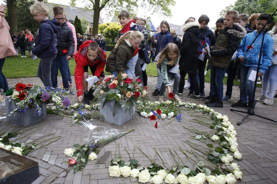 Eemnesser scholieren herdenken doden van WOII